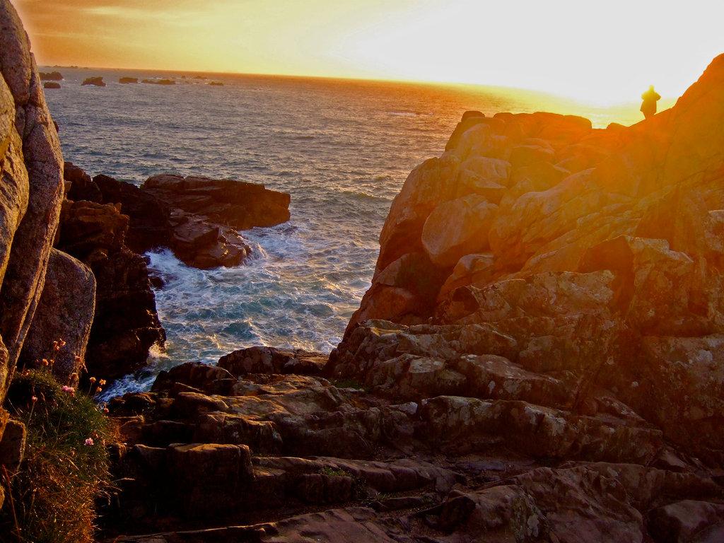 Im Westen, wo die Sonne ins Meer versinkt lag das Totenreich vieler antike Kulturen.