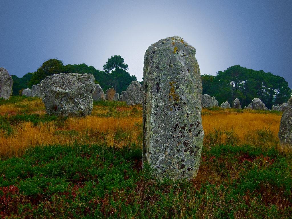Menhir (Mann-Stein), Teil einer Steinsetzung (Alignements) nahe Erdeven.