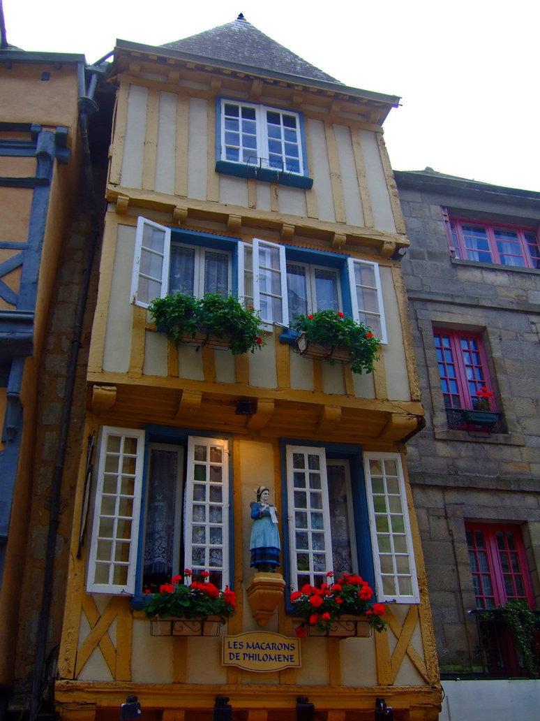 historical_house_in_quimper_by_scrano-d9pj4xu