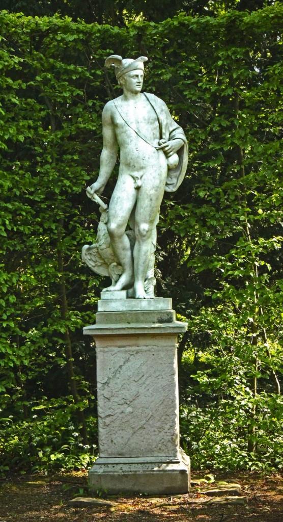 Jugendlicher Hermes als Jäger. Schwtezinger Park, ©beast666 2016