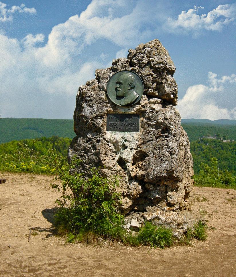 Camererstein am Albtrauf. Hier hat man einen tollen Blick auf die Ruine Hohenurach.