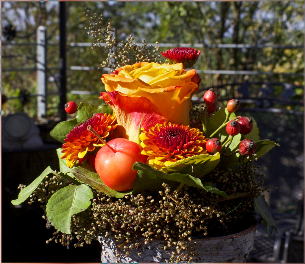 Herbstfeuer - ein kleiner Dank.Mabon Altar Schmuckstrauss.