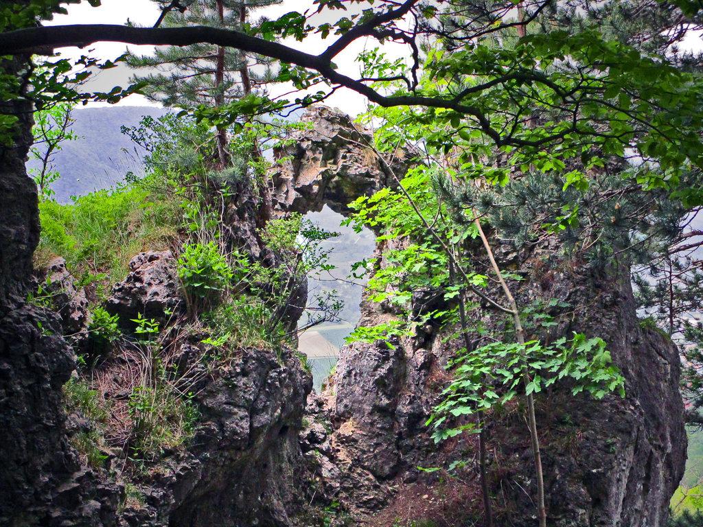 Nadelöhr an der Teck, einem Berg mit viele kultischen Plätzen.Durchblicke ©beast666 2014