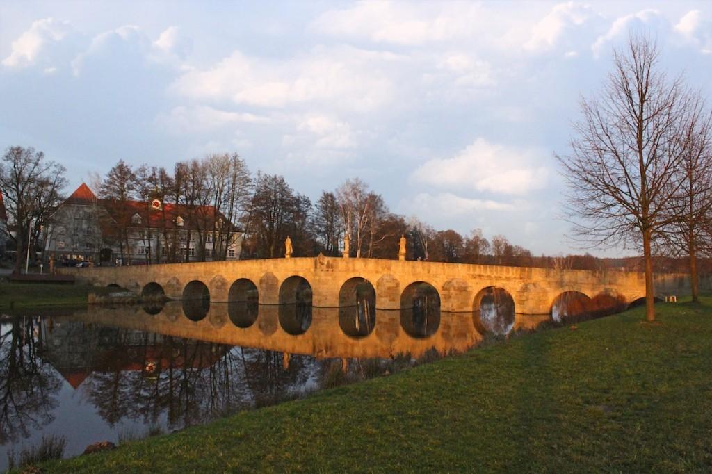 Brücke über den Fluss des Lebens: Der Abschied sollte sollte golden sein - nicht drch Frust und Abschiebung erniedrigt.
